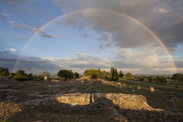 vue depuis le parvis du temple ouest Aleria. P. Lemaître 2012